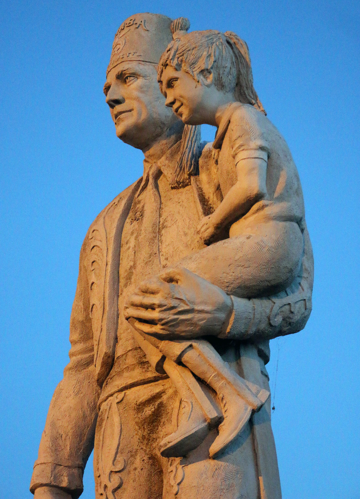 The statue at the Kaaba Shriners Masonic Center. Photo by Bruce Walters.